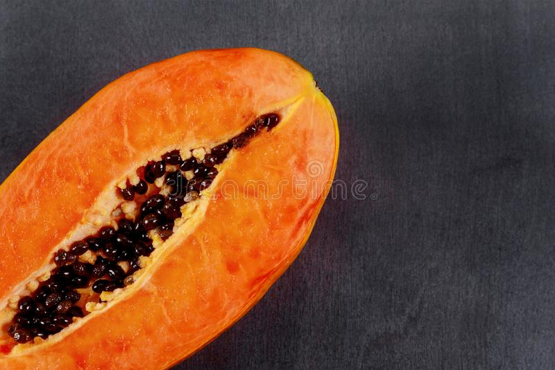 Frutta della papaia, papaia fresca matura dolce, alimento crudo del vegano immagine stock libera da diritti