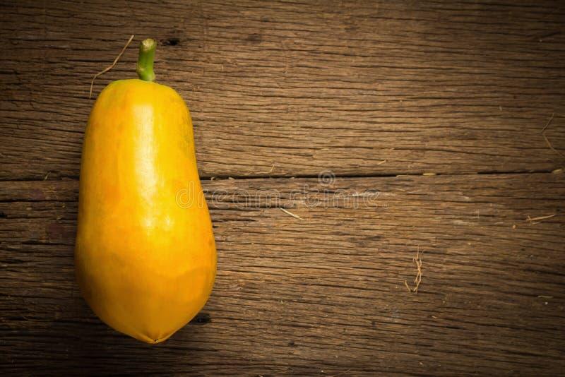 Frutta della papaia Vecchio di legno moring Tramonto Arte Asiatico immagine stock libera da diritti
