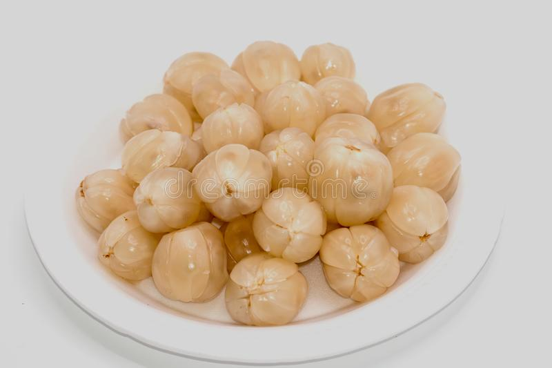 Frutta di Longkong o isolato della frutta di Duku su fondo bianco Frutti del sud o lansium domesticum del langsat fotografie stock