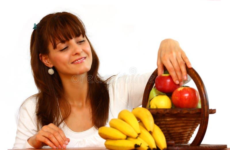 Frutta di raccolto della donna (frutta). fotografia stock libera da diritti