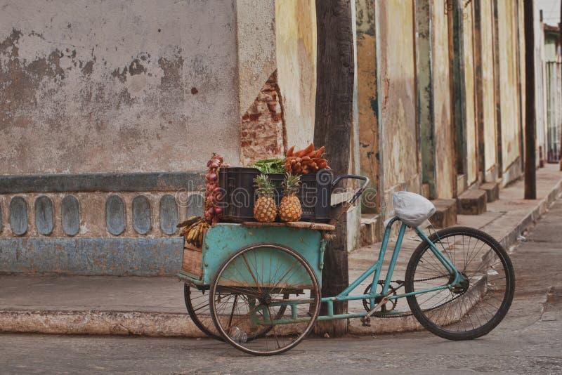 Frutta e carrello del veg, Cuba immagini stock libere da diritti