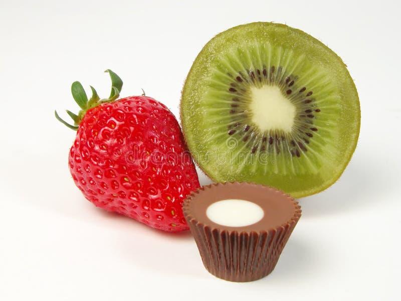 Frutta e del cioccolato vita ancora fotografia stock libera da diritti