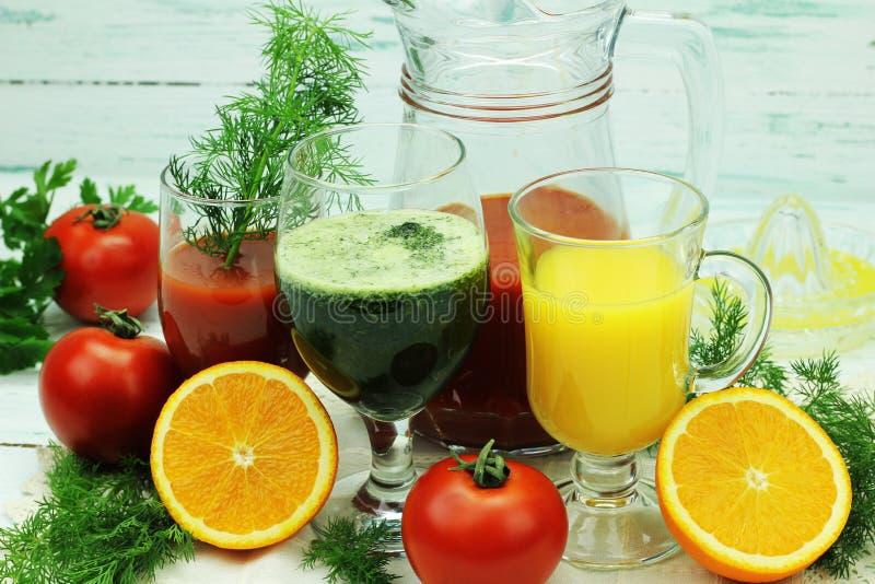 Frutta e verdura sana succhi fotografie stock libere da diritti