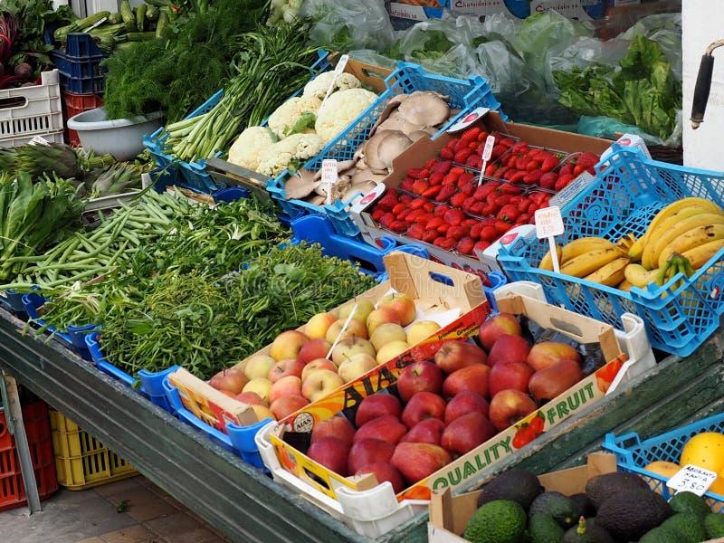 Frutta e verdure fresche da vendere fotografie stock