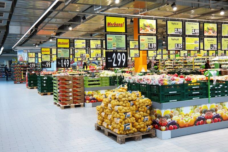 Frutta e verdure in un supermercato fotografie stock libere da diritti