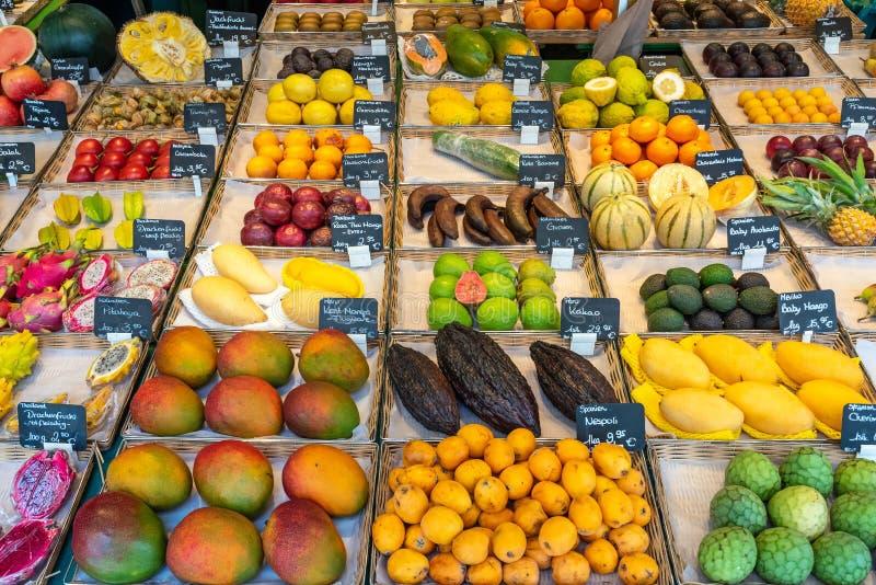 Frutta esotica da vendere fotografia stock