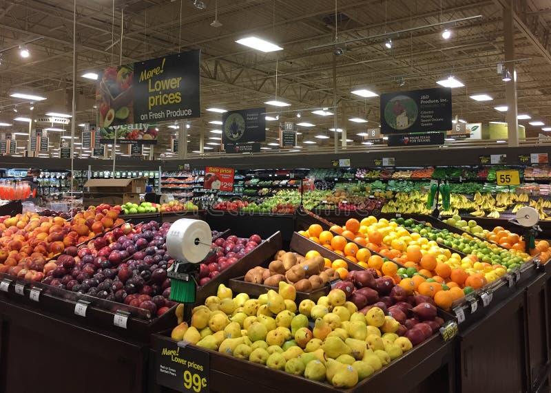 Frutta fresca e vendita delle verdure alla drogheria immagini stock libere da diritti