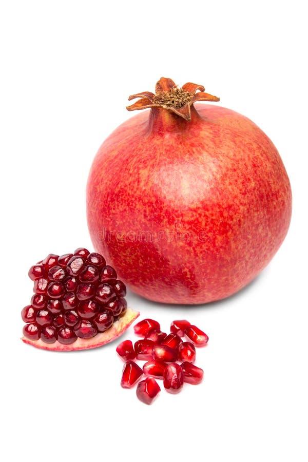 Frutta matura del melograno isolata immagini stock libere da diritti