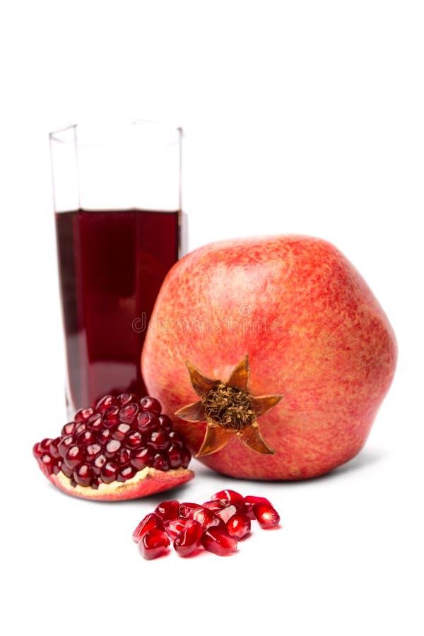 Frutta matura del melograno isolata fotografia stock