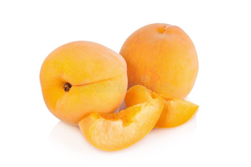 Download Frutta Matura Della Pesca Isolata Su Fondo Bianco Immagine Stock - Immagine di isolato, alimento: 56875741