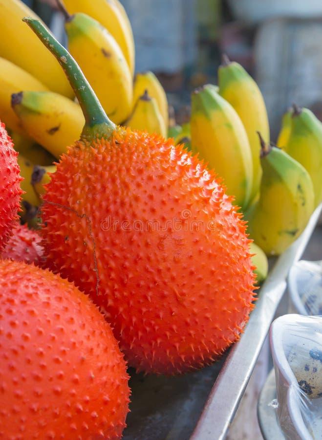frutta rossa del gac sana nel mercato immagine stock libera da diritti