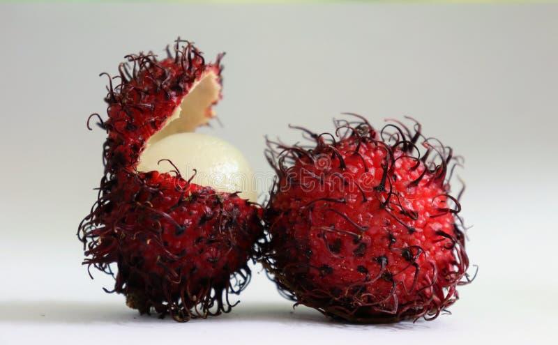 Frutta rossa del rampton con una frutta aperta immagini stock libere da diritti