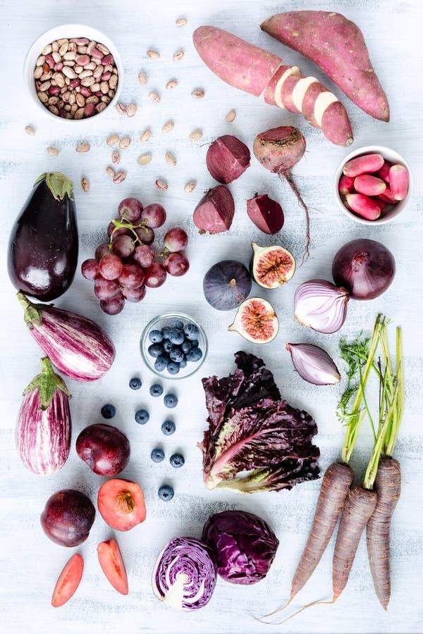 Frutta tonificata porpora assortita e verdure come collezione fotografia stock libera da diritti