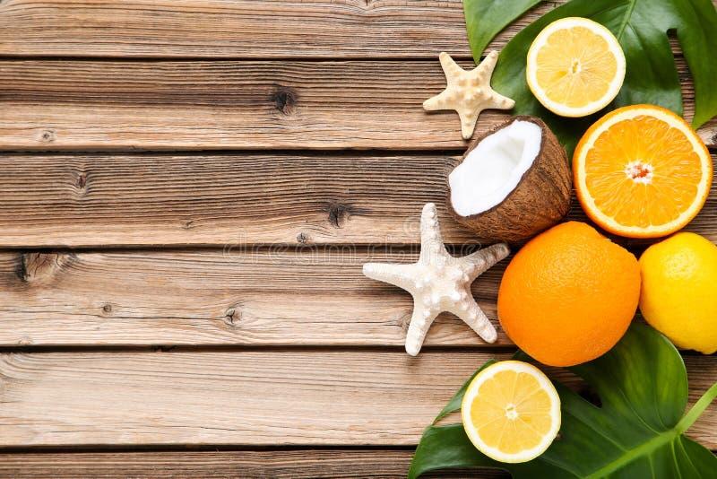 Frutti con le stelle marine fotografia stock