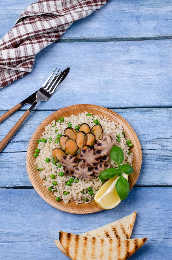 Frutti di mare con riso sbramato fotografia stock libera da diritti