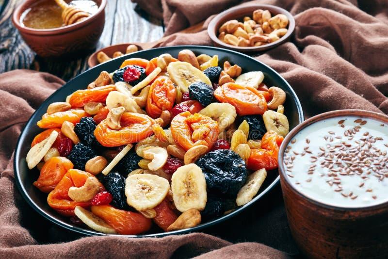 Frutti secchi, dado, miele, yogurt, vista superiore fotografia stock