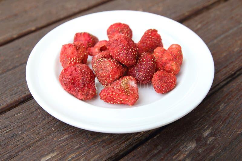 Frysning dired jordgubbar arkivfoton