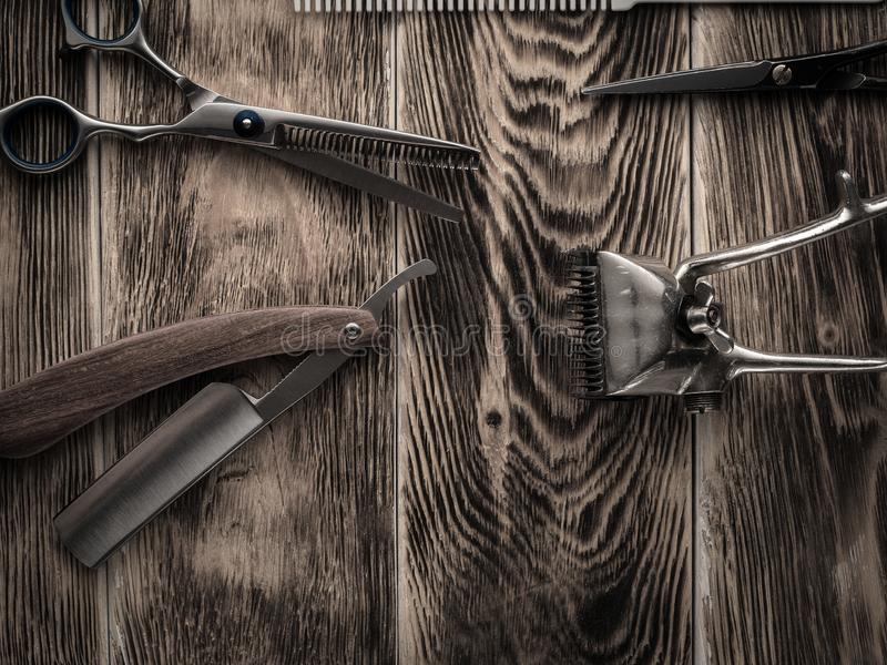 Fryzjerów męskich sklepów narzędzia na drewnianym biurku pasteryzujący wizerunek obraz royalty free