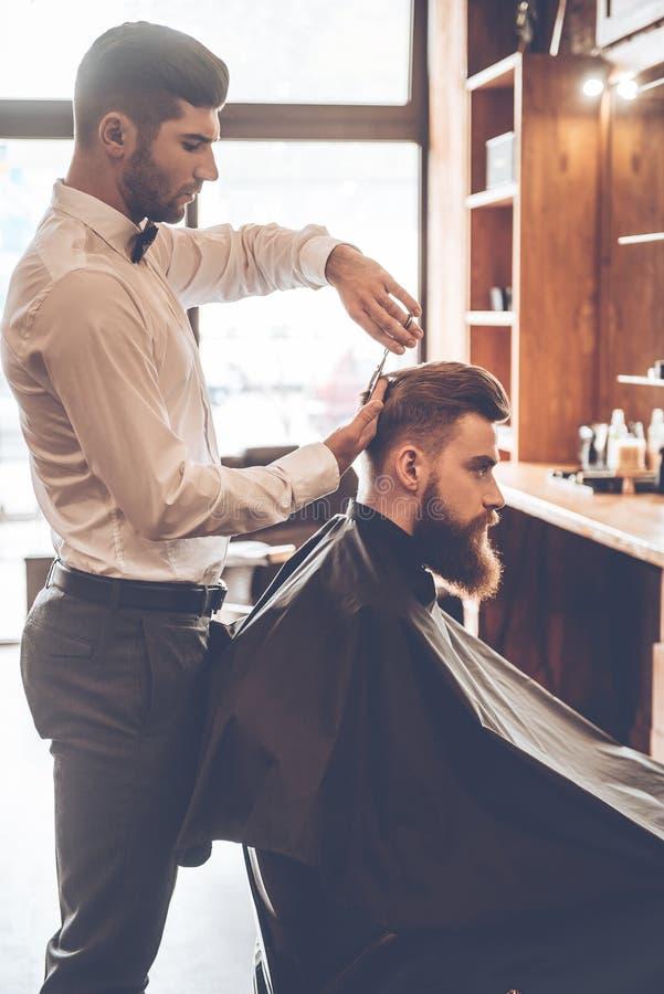 Fryzjer męski przy pracą obrazy royalty free