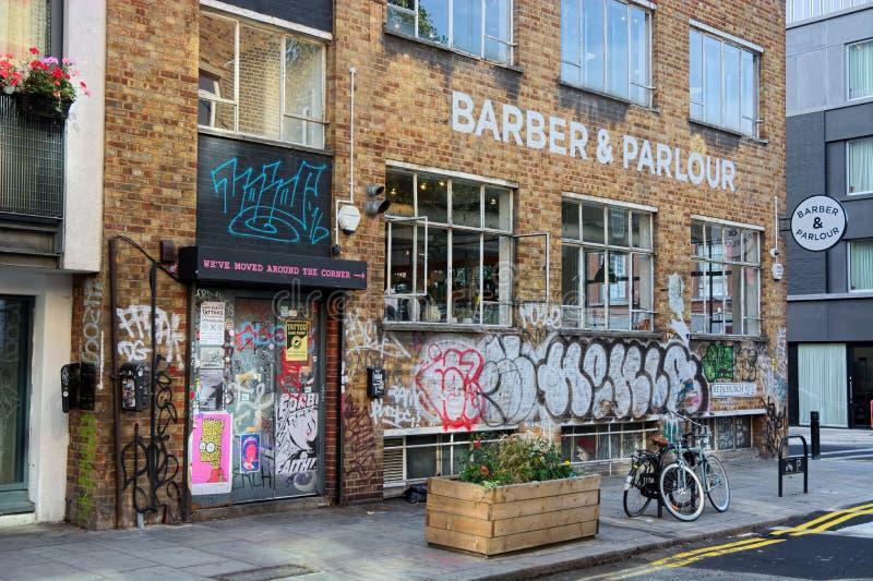 Fryzjer męski & salon Uliczni graffiti Soho, Londyn zdjęcie royalty free