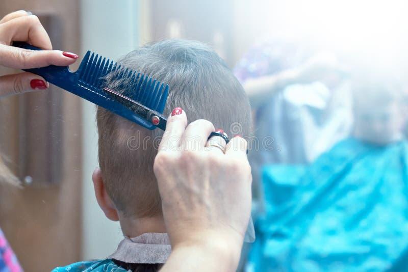 Fryzjera męskiego dziecka chłopiec salonu włosy, elegancki obrazy stock
