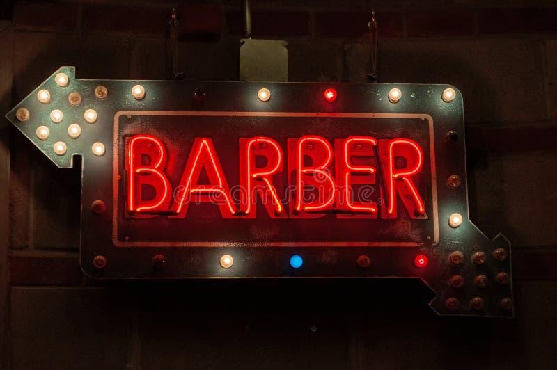Fryzjera męskiego sklepu whit neonowy podpisuje wewnątrz Chelsea rynek, Nowy Jork zdjęcia royalty free