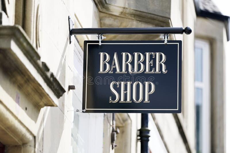 Fryzjera męskiego znak przy wiktoriański fryzjera sklepem obraz stock