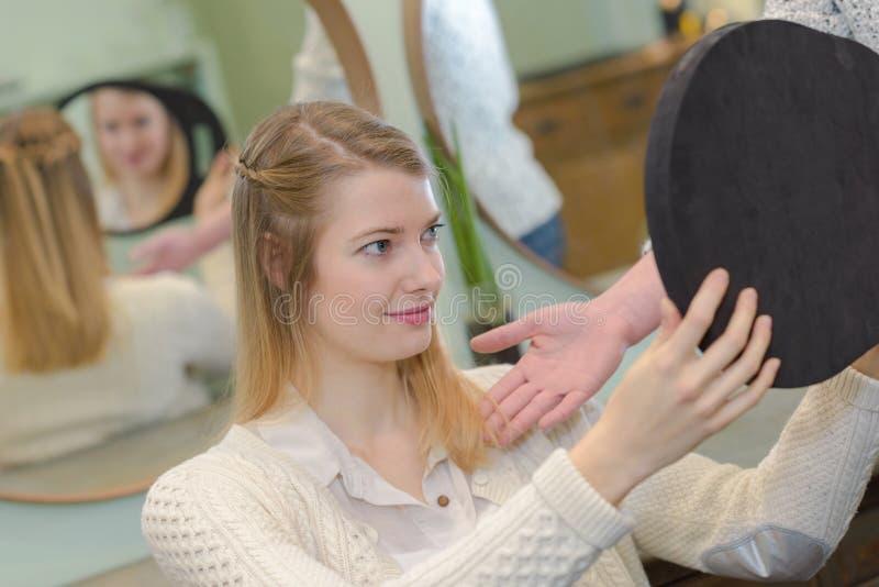Fryzjera włosianego salonu kobiety lustra kona set zdjęcie royalty free