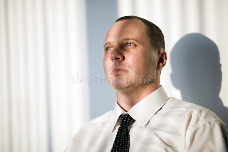 Download Fryzury Mężczyzna Koszulowy Krótki Biel Zdjęcie Stock - Obraz złożonej z fotografia, wargi: 13337582