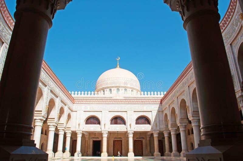 Fryzy, dekoracje Saleh meczet, Sana'a, nowy budynek, miejsce kultu, modlitwa, kopuła, minaret, kolumny, Jemen fotografia stock