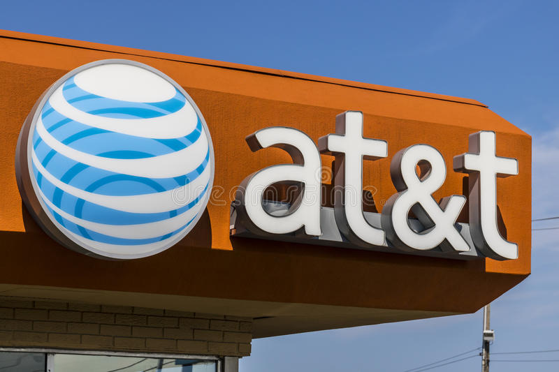 Ft. Wayne - Circa August 2017: AT&T Mobility Wireless Retail Store. AT&T now offers IPTV, VoIP, Cell Phones and DirecTV XVIII. AT&T Mobility Wireless Retail stock photography