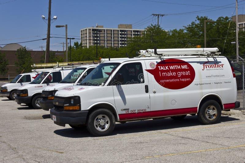 Ft Wayne, DENTRO - cerca do julho de 2016: Veículos das comunicações da fronteira na frente sede II imagem de stock