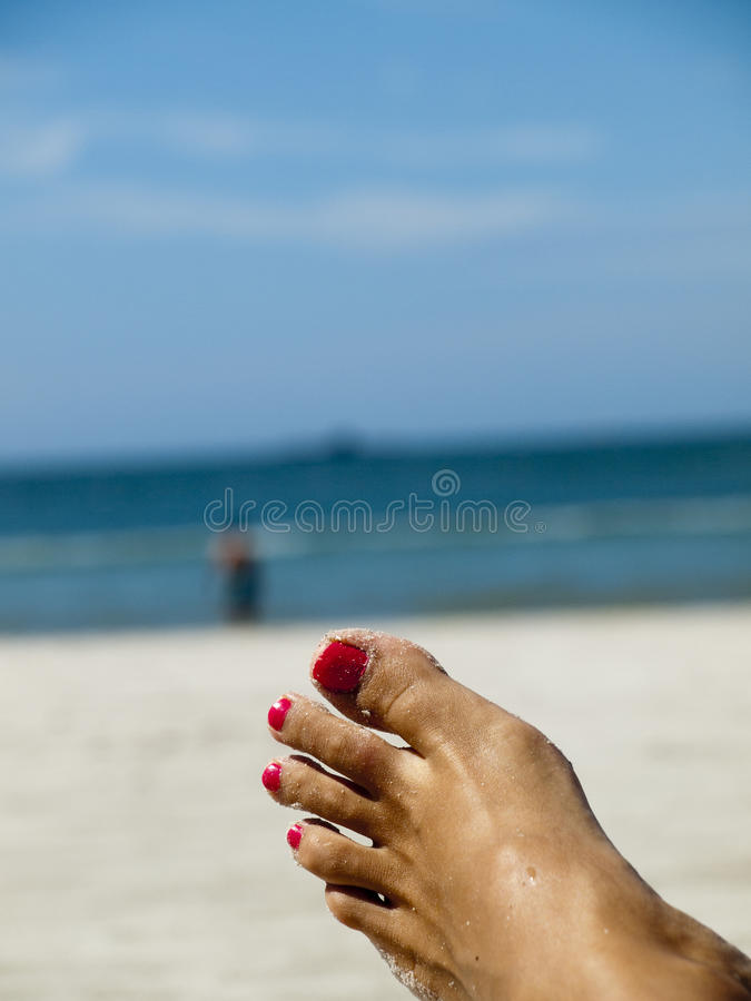 Fuß auf dem Strand lizenzfreies stockbild