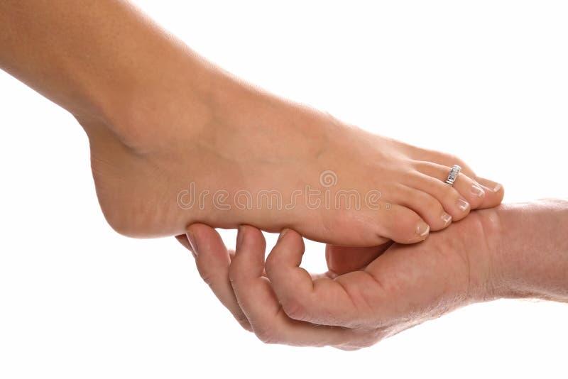 Fuß der Frau und bemannt Hand stockfoto