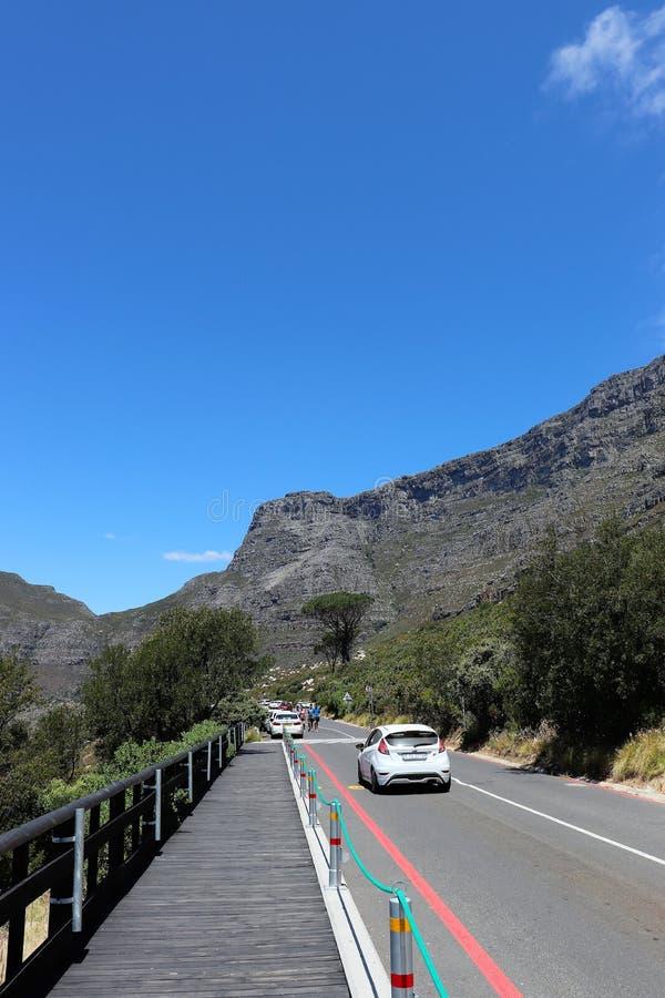Am Fu? des Tafelbergs in Cape Town lizenzfreie stockfotos