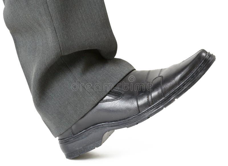 Fuß in einem Schuh betriebsbereit zu zerquetschen lizenzfreies stockbild