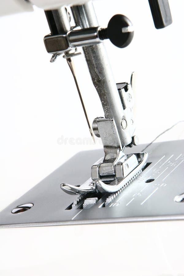 Fuß und Nadel der Nähmaschine stockfotografie