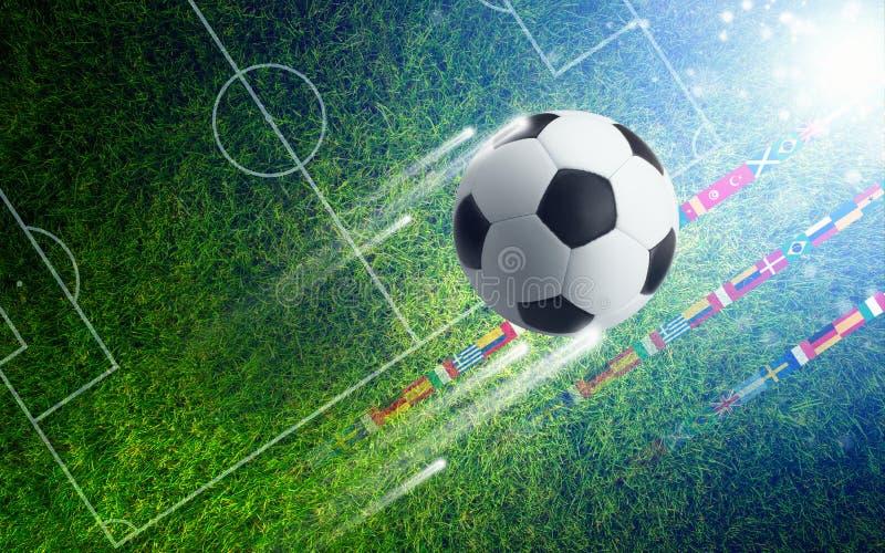 Fußball auf grünem Fußballplatz - Sporthintergrund lizenzfreie stockbilder
