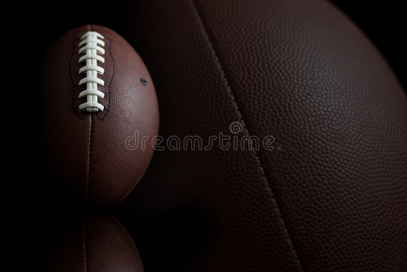 Fußball auf Schwarzem stockfotos