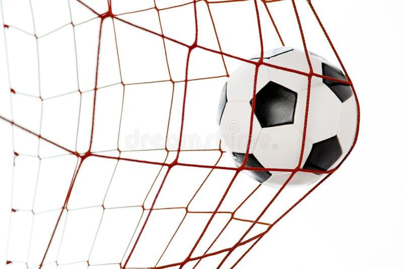 Fußball in einem roten Netz lizenzfreie stockbilder