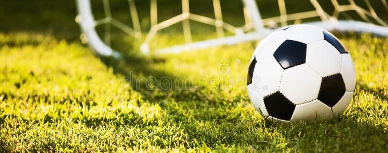 Fußball im Sonnenlicht stockfoto