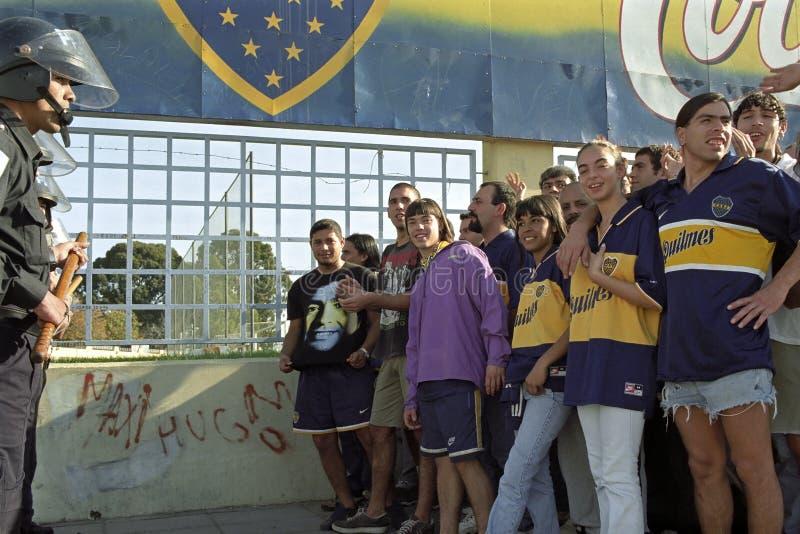 Fußball ist Krieg auch in Argentinien stockbild
