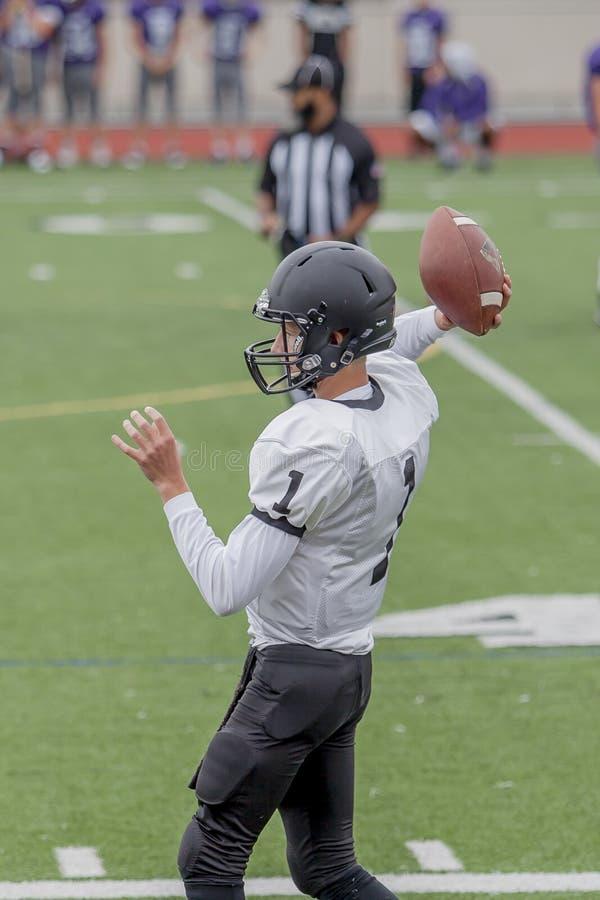 Fußball-Spieler an einem Highschool Spiel lizenzfreie stockfotografie