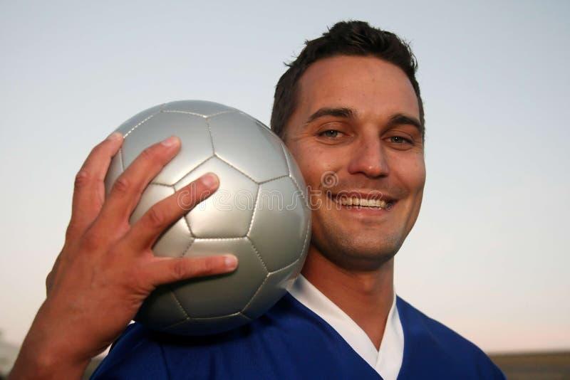 Fußball-Spieler mit Kugel lizenzfreies stockfoto