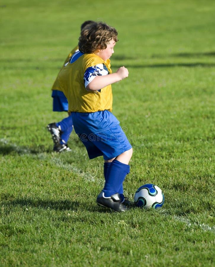 Fußball tritt weg lizenzfreie stockfotografie