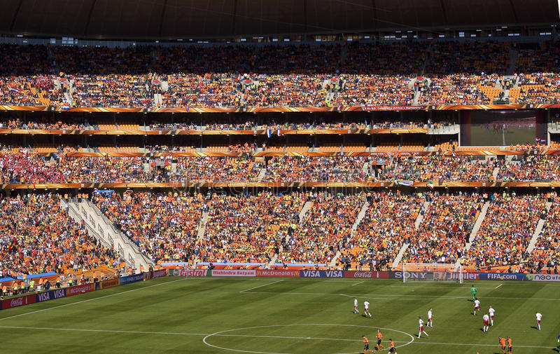 Fußball-Verfechter an der Fußball-Stadt - FIFA-WC 2010 lizenzfreie stockfotografie
