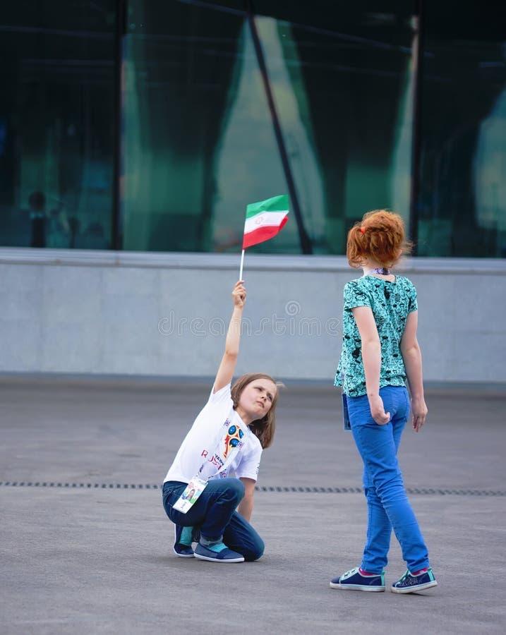Fußballfane der jungen Mädchen vom Iran bei FIFA-Weltcup 2018 in Russland lizenzfreie stockbilder