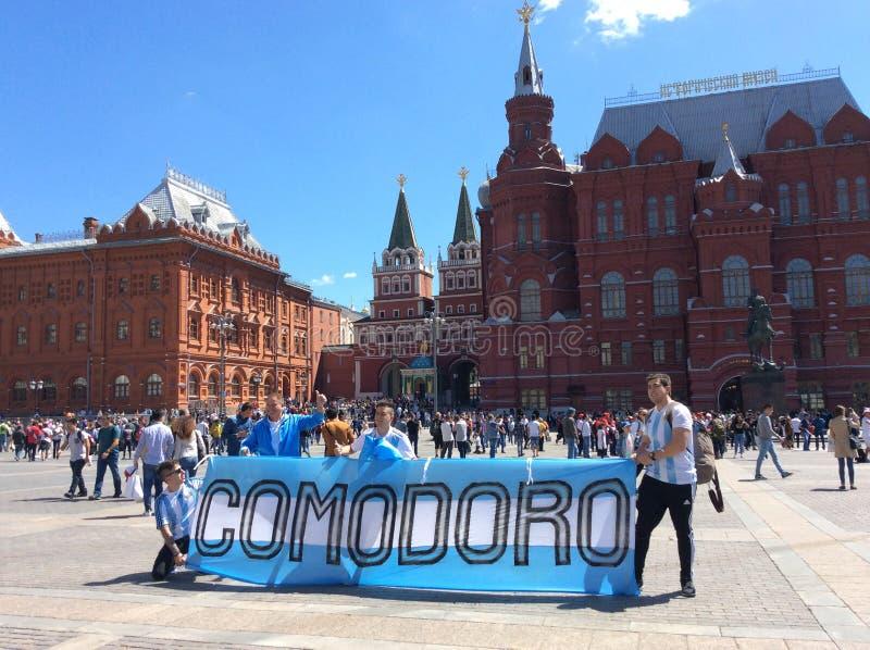 Fußballfans von Argentinien nahe Rotem Platz, Moskau Fifa 2018 stockbild