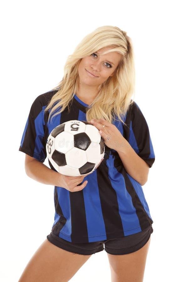 Fußballfrauen-Kugelhaltung stockbilder