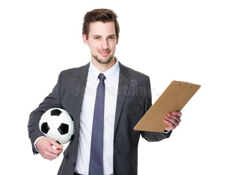 Fußballmanagergriff mit Fußball und Klemmbrett stockbilder